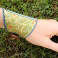 Bracelet textile vert et pois bleus