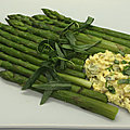 <b>Asperges</b> vertes, sauce cornichon estragon