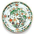 Grand plat en porcelaine de la famille verte dynastie qing, époque kangxi (1662-1722)