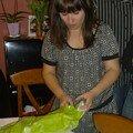 Mlle Patricia ouvre ses cadeaux