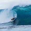 Ollie Dousset <b>amputé</b> d'une jambe, il surfe Pipeline et Nazaré !