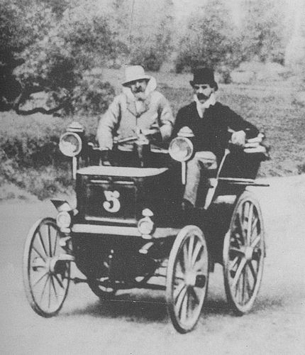 1895 paris-bordeaux-paris - émile levassor, left (panhard et levassor 4hp) 1st