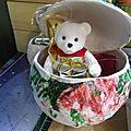 <b>Boule</b> de Noël à faire avec les enfants en <b>papier</b> mâché