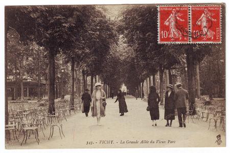03 - VICHY - La grande allée du Vieux Parc