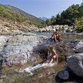 Baignade dans les piscines naturelles. Copyright Olivier GOMEZ