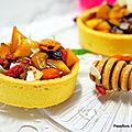 Tartelettes sablées aux <b>pommes</b>, fruits secs, au miel avec son infusion d'artemisia
