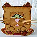 Houhou disait la chouette..... miaou repondi le chat !