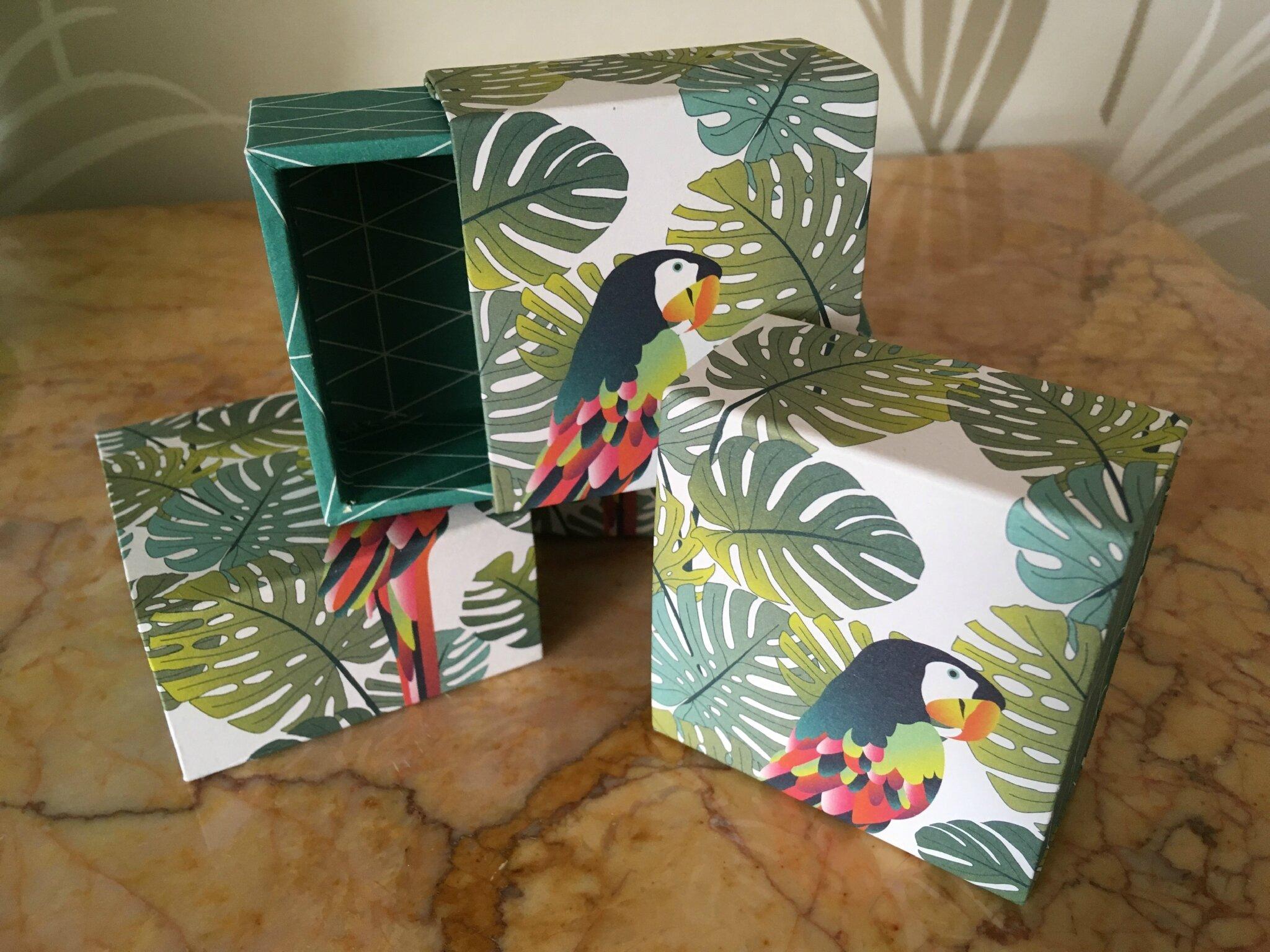 Petites boîtes exotiques