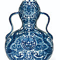 A small blue and white double-gourd <b>vase</b>, Daoguang six-character seal mark in underglaze blue and of the period (1821-1850)