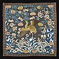 Rare badge de rang civil en soie brodée, buzi. chine, dynastie qing, xixème siècle