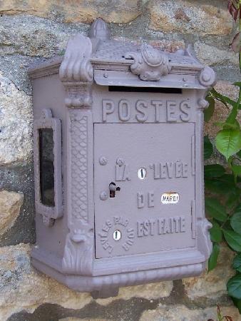 Ancienne-boite-a-lettres-de-La-Poste-71,440921-M