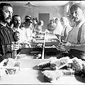 Les cousins - Poincaré en visite chez les aveugles - le <b>66e</b> <b>R</b>.<b>I</b>. à l'honneur