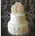 Gâteau mariage, décoration en <b>pâte</b> <b>à</b> <b>sucre</b>...