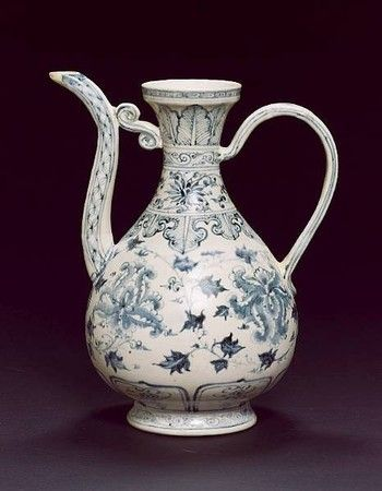Vietnamese blue and white ewer - Late 15th/early 16th century