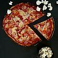 Pizza légère au jambon et au comté (pâte à base de chou-fleur)