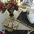 Embauchoirs patinés avec coeur et autres objets de décoration