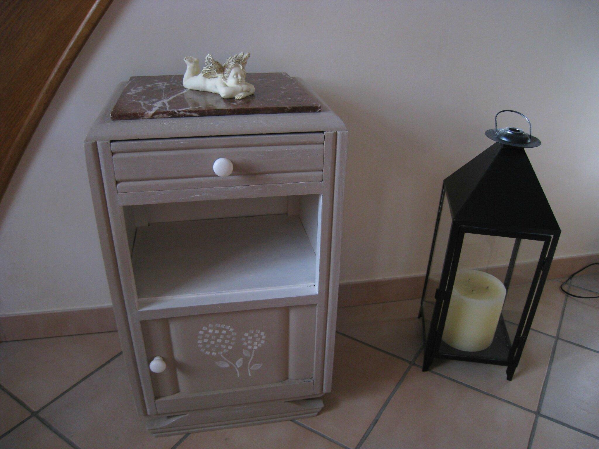 chevet ancien 1930 patin champignon blanchi 110 photo de meubles relook s vendre. Black Bedroom Furniture Sets. Home Design Ideas