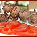 Brochettes de viande hachée aux épices et poitrine fumée