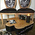 2_chaises_medaillon_et_table_rondin_en_bois__creations_le_meuble