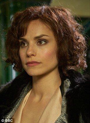Charlotte Riley dans le rôle de May Carleton dans
