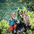 Sourires d'enfants des hauts plateaux du vietnam