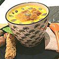 Velouté de carottes à la crème de coco, croutons de pain d'épices aux figues