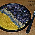 Porridge au curcuma et fondue de chou rouge