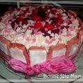 Charlotte aux fraises et biscuits roses