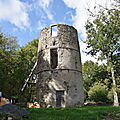 « 1796 » gravé sur un moulin au pays de Mauléon