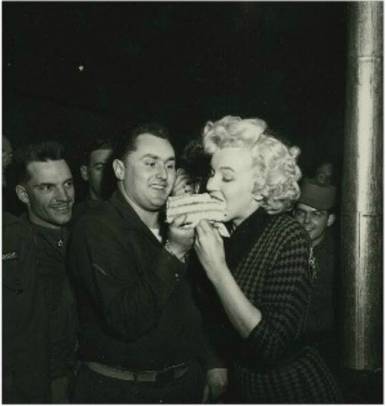 1954-02-18-korea-2nd_division-lunch-with_pfd-stanleyHcloster-2