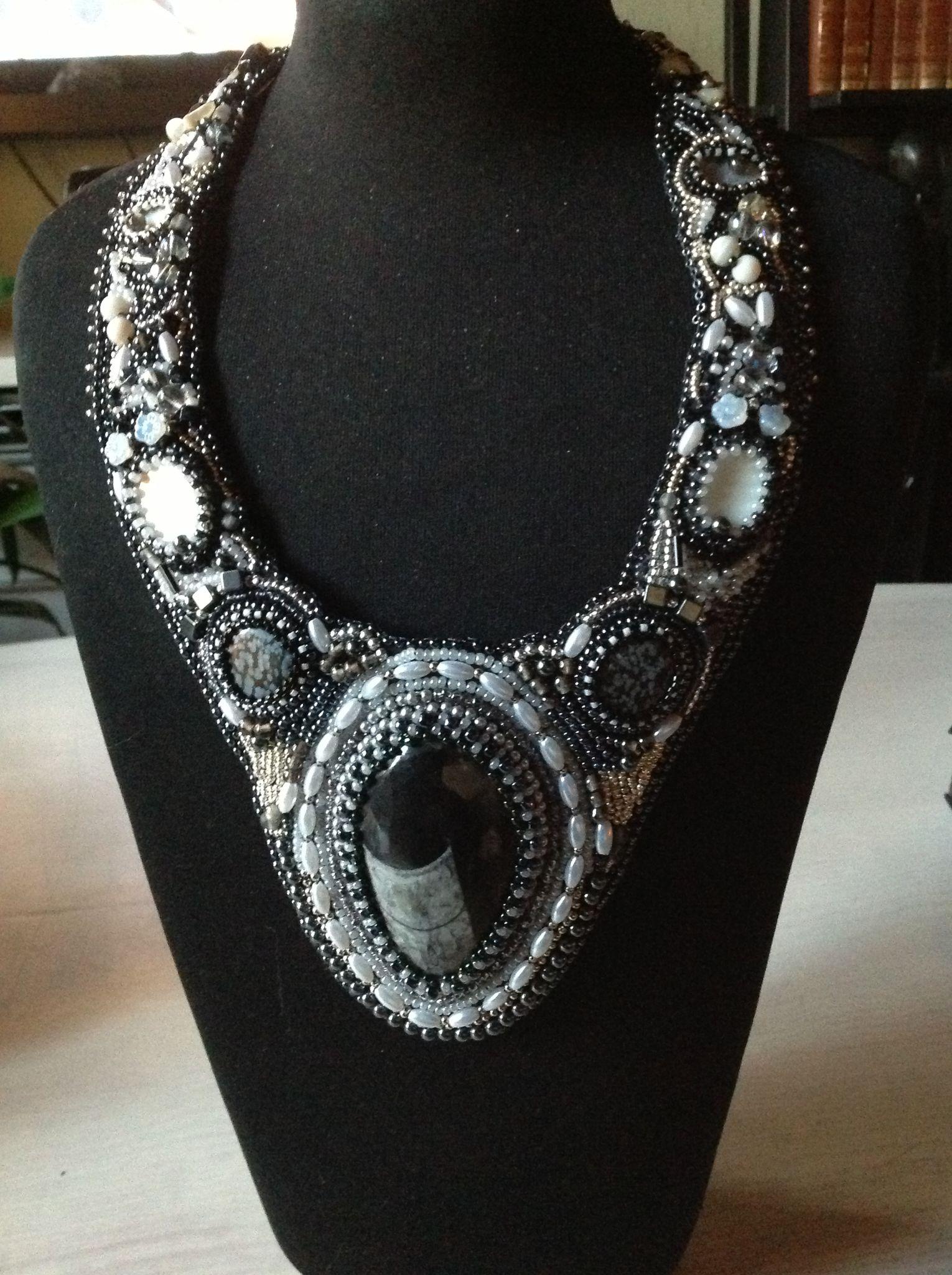 collier réalisé avec des pierres naturelles