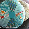P1160622 coussin rond patchwork turquoise