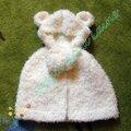 Poncho bébé ourson blanc tricoté avec fashion fur de rico design + chaussons poilus