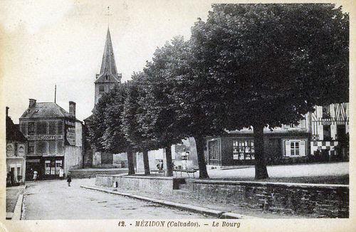 Mézidon - place de la Mairie (les arbres ont disparu)