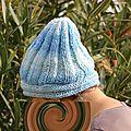 Un bonnet tricoté