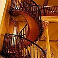un mystérieux charpentier réalise un escalier qui défi les lois de la physique