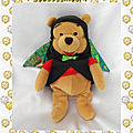 Doudou Peluche <b>Winnie</b> L'Ourson Déguisé En Chauve Souris Batman Disneyland Resort Disney