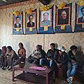 Les membres du PCC organisent une «école du soir» pour les <b>agriculteurs</b> du Tibet.