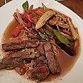 <b>Boeuf</b> sauté à l'ail et au poivre, chop-suey de légumes