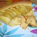 Tarte aux pommes sur un lit de crème à l'amande