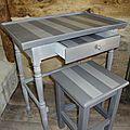 Petite <b>table</b> deux tons et son tabouret