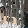 Le centre derrière les stalactites