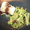 Roulade de julienne (lingue) à la cannelle et salade de rhubarbe à la ciboulette