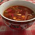 Soupe chinoise de légumes aux champignons noirs et tofu