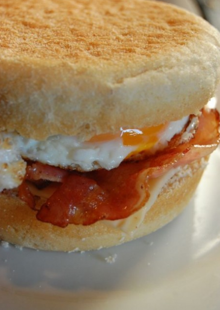 Eggs and bacon muffins