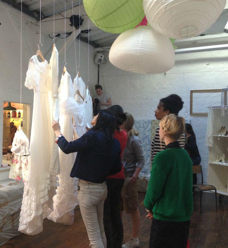 Installation des robes de mariées