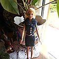 Une nouvelle robe avec son châle pour barbie