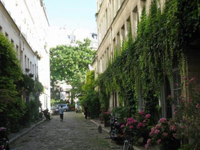 23 - Passage Lhomme - Ce passage abrite de nombreux ateliers de menuiserie