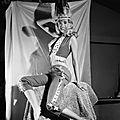 jayne-1956-01-posing_by_earl_moran-3