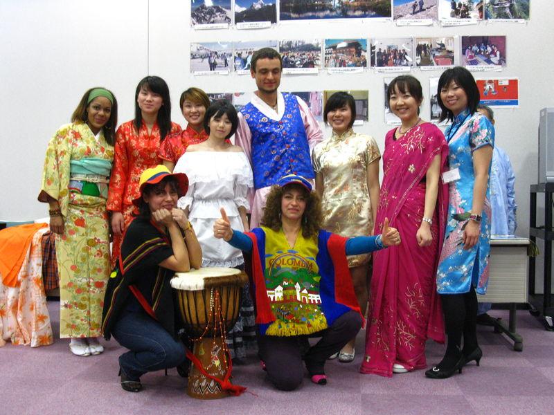 Journée Internationale, beaucoup de gens de différents pays présentent leur pays et culture